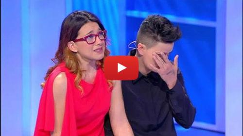 """""""Noi tra poco ci sposiamo"""" ma la famiglia è contraria: due ragazze siciliane a C'è Posta per Te 📺 VIDEO"""