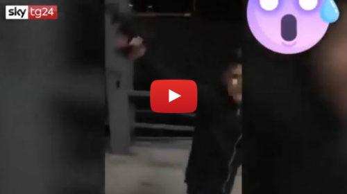 È siciliano il bimbo armato che canta una canzone neomelodica e spara 🎥 IL VIDEO