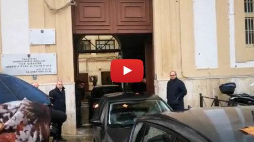 Due nuovi pentiti dietro l'inchiesta sulla nuova cupola, gli arrestati escono dalla Questura – FOTO E VIDEO