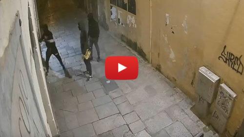 Prendono a mazzate la vetrina della gioielleria Cipolla: il VIDEO dell'assalto notturno