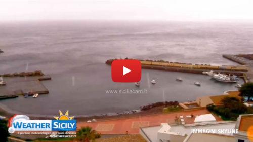 Palermo, fiocchi arrivati anche su Ustica, al livello del mare ❄ VIDEO 🎥