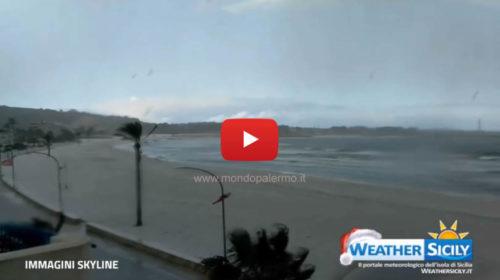 Sicilia al gelo, fiocchi di neve giunti anche sulla spiaggia di San Vito lo Capo – VIDEO 🎥