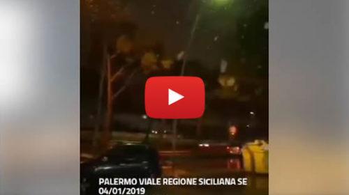 Palermo – Fitta nevicata in viale regione Siciliana sud-est ❄ VIDEO 🎥
