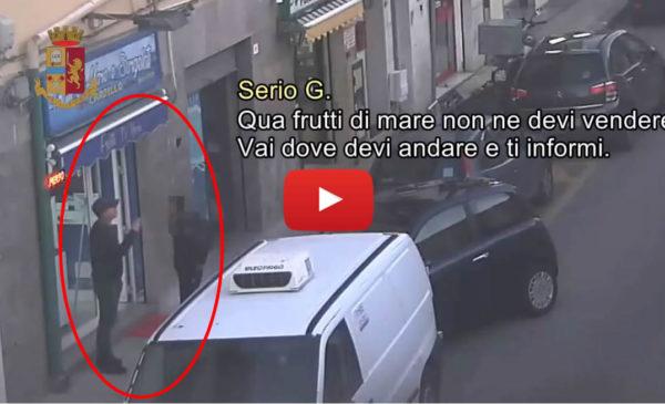 """""""Tu a Mondello frutti di mare non ne puoi vendere"""", la mafia che controlla tutto – IL VIDEO 🎥"""