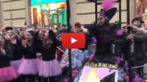 Carri allegorici e maschere, i colori rosanero protagonisti del Carnevale palermitano 🎥 VIDEO