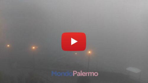 Nubi basse a Palermo, nebbia fittissima a Monte Pellegrino | IL VIDEO 🎥