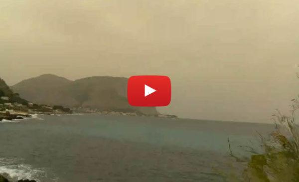 Burrasca di Pasquetta, sabbia del deserto in città: le immagini IN DIRETTA dall'Addaura 🎥 VIDEO