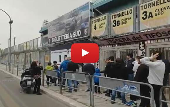 Palermo-Padova: tifosi in coda per acquistare i biglietti 🎥 VIDEO