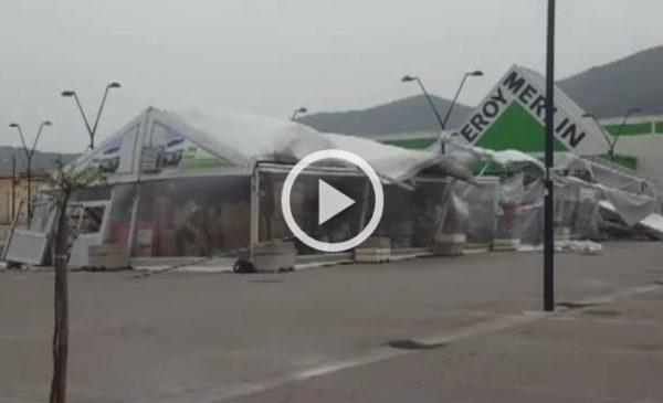 Violento scirocco a Palermo, danni ingenti al Forum: il vento sradica il capannone di Leroy Merlin |VIDEO 🎥
