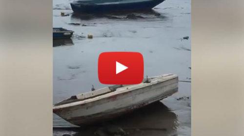 Marrobbio a Lampedusa, il mare si ritira di alcuni metri: imbarcazioni capovolte – VIDEO 🎥