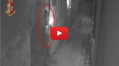 L'arrampicata sui tubi per arrivare nei balconi: così i ladri derubano i turisti nei b&b a Palermo |IL VIDEO 🎥