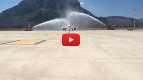"""Air France inaugura il collegamento diretto Palermo-Parigi: il """"water cannon"""" celebra l'arrivo 🎥 VIDEO"""