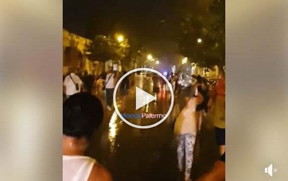 Fulmini, saette e pioggia battente sul festino: durante i fuochi d'artificio c'è il fuggi fuggi | VIDEO 🎥