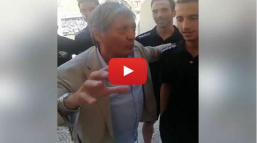 Palermo, Tony Sperandeo accoglie i giocatori rosanero a Petralia: ecco il suo discorso 🎥 VIDEO