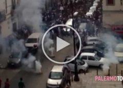 La bara bianca, la musica e i fuochi d'artificio: alla Kalsa il funerale di Montesano | VIDEO 🎥