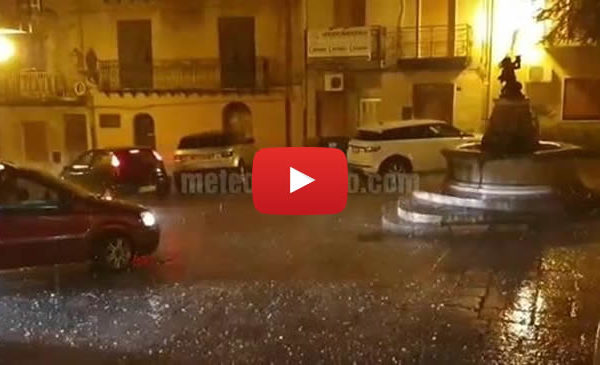 Maltempo nel palermitano, forte grandinata a Collesano con chicchi di grosse dimensioni 🎥 VIDEO
