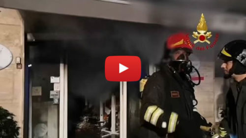 Incendio in un enoteca a Palermo, intervento dei vigili del fuoco e indagini della polizia (FOTO e VIDEO)