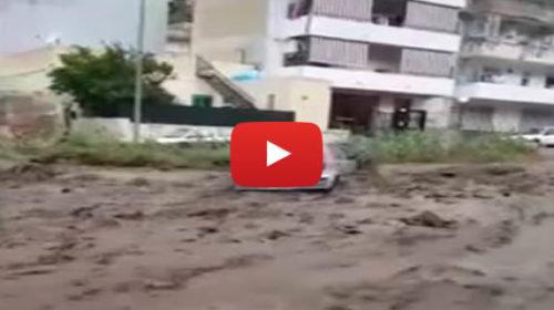 Maltempo, paura a Messina: torrente in piena trascina auto 🎥 VIDEO