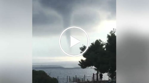Tromba marina di notevoli dimensioni ripresa nei pressi del lungomare di Licata | IL VIDEO 📹