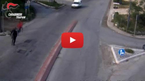 Ruba un camion ma si schianta e si dilegua: le immagini della rocambolesca fuga 🎥 VIDEO