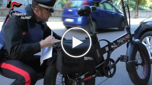 Bici elettriche modificate, sequestri dei carabinieri a Palermo: le immagini dai posti di blocco | VIDEO 🎥