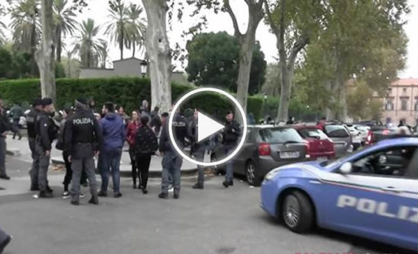 Colpo al clan di Brancaccio, l'uscita degli arrestati dalla questura: baci e applausi dai parenti | IL VIDEO 📹
