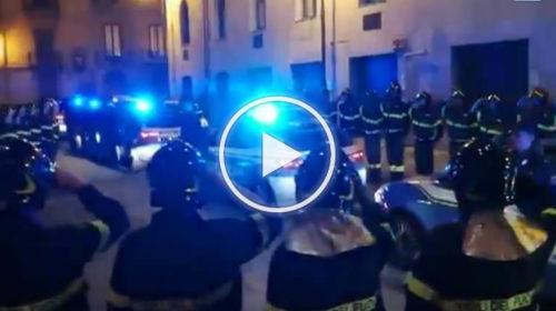 Strage dei vigili del fuoco, sirene spiegate e commozione davanti al comando: l'omaggio di Palermo   VIDEO 📹