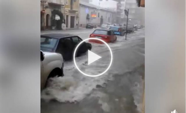 Situazione CRITICA a Licata colpita da piogge torrenziali. Strade trasformate in fiumi | VIDEO 🎥