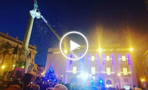 Festa dell'immacolata a Palermo, l'omaggio dei Vigili del Fuoco a Piazza San Domenico | VIDEO 📹