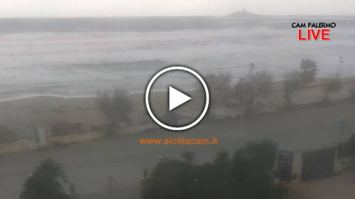 Mare in tempesta, violenta mareggiata in atto a Isola Delle Femmine: le immagini IN DIRETTA 🎥