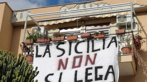 Palermo, la città si riempie di striscioni contro la visita di Salvini | LE IMMAGINI