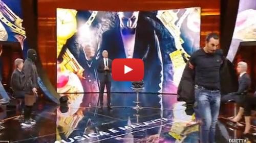 """""""Ma io cosa devo fare qui?"""": Tony Colombo lascia lo studio di 'Non è l'Arena' 📹 VIDEO"""
