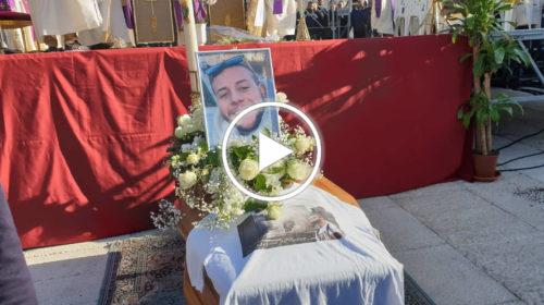 L'ultimo saluto a Paolo La Rosa, il giovane ucciso a Terrasini: tanta rabbia e dolore | VIDEO 📹