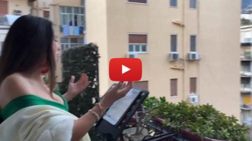 Palermo, cantante lirica canta dal balcone di casa ed emoziona tutti i vicini 📹 VIDEO