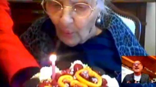 Compiere 100 anni ai tempi del Coronavirus, tanti auguri Nonna Catia 📹 VIDEO