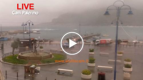 Piomba l'inverno su Palermo, freddo e piogge insistenti sul capoluogo: ecco le immagini IN DIRETTA dalla città 🎥
