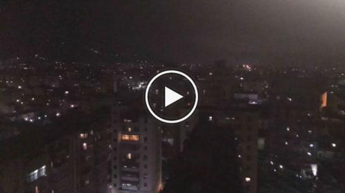 Palermo, migliaia di torce illuminano la città: le emozionanti immagini 📹 VIDEO
