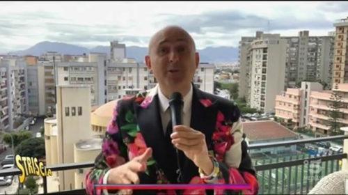 """""""Dal balcone Ariston di Palermo canta… Sasà Salvaggio"""" 🤣 L'esibizione a Striscia la Notizia 📹 VIDEO"""