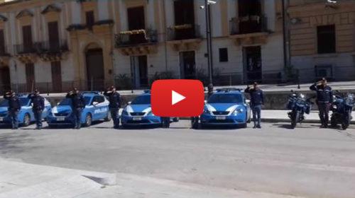 Palermo, Roy Paci rende omaggio alla polizia: l'emozionante esibizione 📹 VIDEO