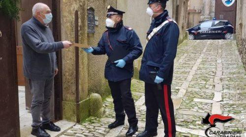 Non solo controlli, i Carabinieri consegnano la pensione agli anziani (FOTO e VIDEO)