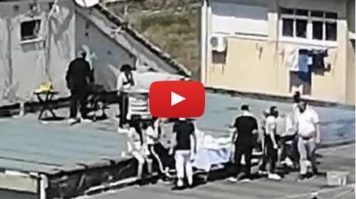 Coronavirus, sui tetti dello Sperone a Palermo si arrostisce e si mangia tutti insieme | VIDEO 📹