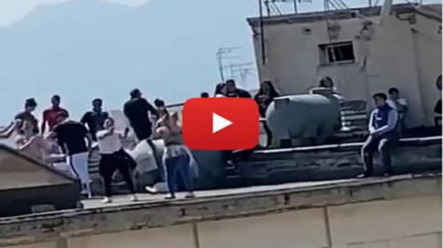 Coronavirus, sui tetti di Palermo si festeggia la Pasqua anche con i balli di gruppo | VIDEO 📹