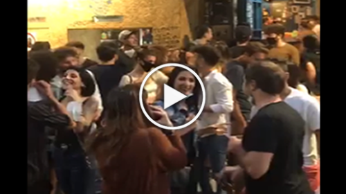 Palermo, alla Vucciria ieri sera in centinaia assembrati senza mascherine | IL VIDEO 📹