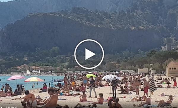 Domenica d'estate a Mondello, spiaggia affollata e controlli della Polizia sulle distanze | IL VIDEO 📹