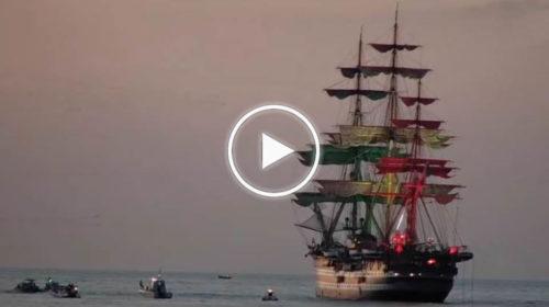 Palermo, le spettacolari immagini dell'Amerigo Vespucci davanti al golfo di Mondello 📹 VIDEO