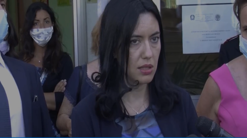 """Palermo, blitz alla scuola dello Zen del Ministro Lucia Azzolina: """"Arriveranno le telecamere"""" 📹 VIDEO"""