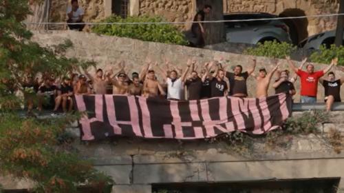 Palermo, il saluto a Petralia Sottana dei tifosi alla squadra 📹 VIDEO