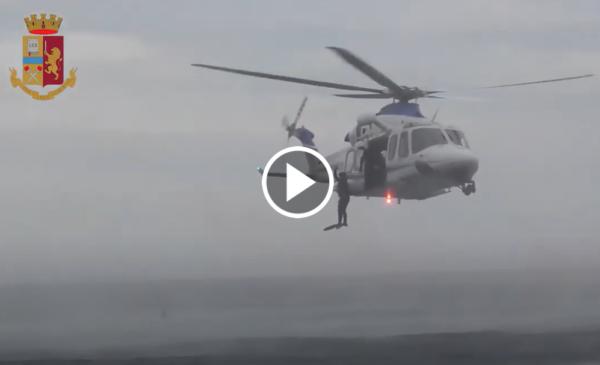 """""""Un uomo in mare"""", esercitazione della Polizia a Mondello 📹 VIDEO"""