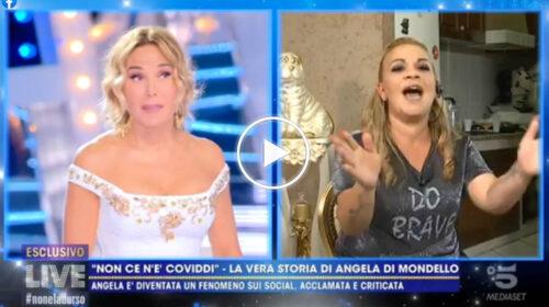 La canzone della buonanotte di Angela di Mondello, show Trash in DIRETTA TV a fine puntata | VIDEO  📺