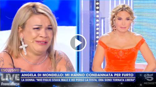 """Angela da Mondello a Live Non è la D'Urso spiega il perché dei suoi problemi con la giustizia: """"Mio figlio è morto…"""" 📺VIDEO"""
